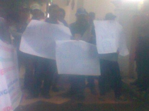 Demo Di Depan Pengadilan Negeri Jambi