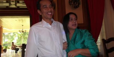 Jokowi,unjuk kemesraan dengan sang istri sehari sebelum pelantikan menjadi presiden