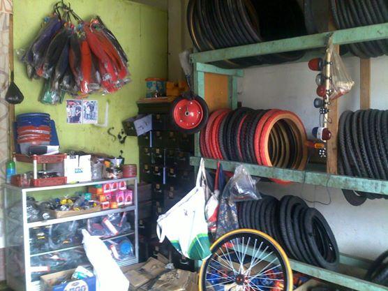Berbagai macam ban sepeda yang disediakan oleh bengkel sepeda di Jln. Ir.H.Juanda,Mayang_Kota Jambi