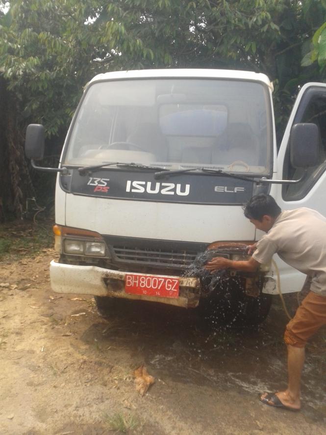 Muka Rasmin Alias Apek yang setia membersihkan dan merawat mobiltanki BH 8007GZ  PDAM Tirta BUMD Kabupaten Muaro Jambi