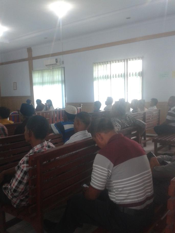 Masyarakat yang mengikuti sidang perselisihan kasus tanah di ruang sidang II Pengadilan Negeri Sengeti Muaro jambi