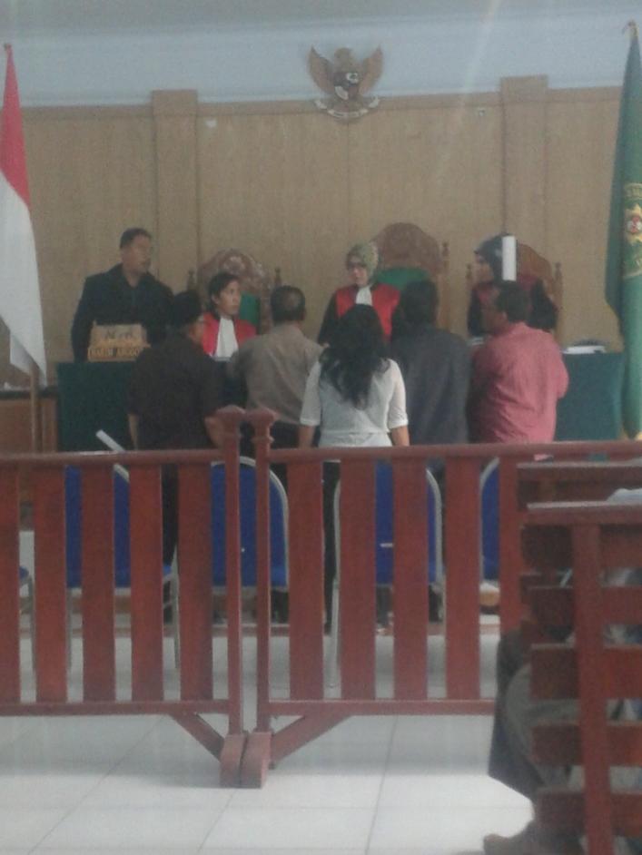 Penyerahan Berkas Perkara dari kedua belah pihak kepada Majelis hakim