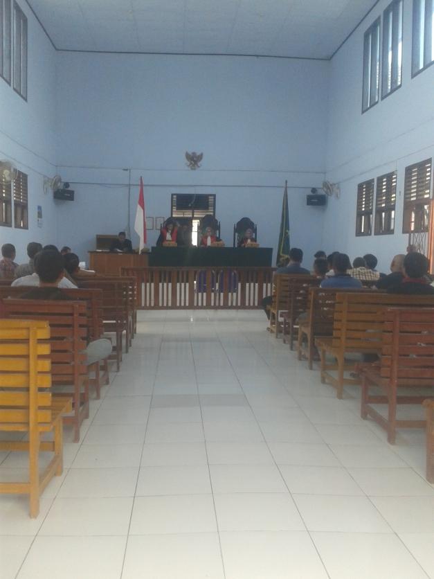 Suasana Ruang Gedung Pengadilan Negeri Sengeti Kabupaten Muaro jambi ketika Agenda Sidang Belum Dimulai