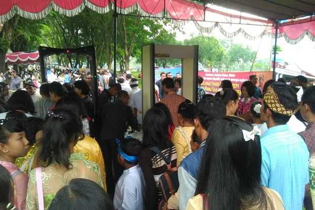 PENGAMANAN KETAT DALAM ACARA TAWUR AGUNG KESANGA DI CANDI PRAMBANAN ( TIGHT SECURITY IN THE Tawur Agung Kesanga event PRAMBANAN )