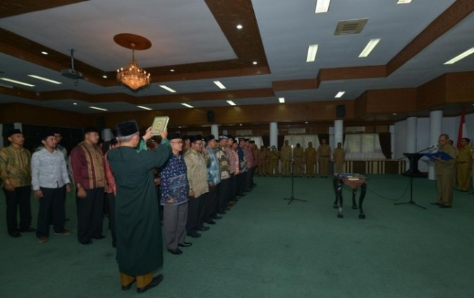 MUTASI PEJABAT KEMBALI DIGELAR GUBERNUR ACEH ( MUTATIONS OFFICIALS HELD BACK GOVERNOR ACEH )