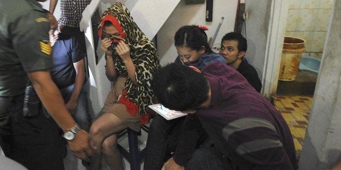 Razia indekos di Sawah Besar, pasangan mesum dan WNA digelandang pada, Selasa, 28 April 2015 13:09.RESKRIM.Doc