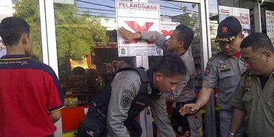 Belasan Mini Market Nakal Ditutup Dengan Paksa.RESKRIM.Doc