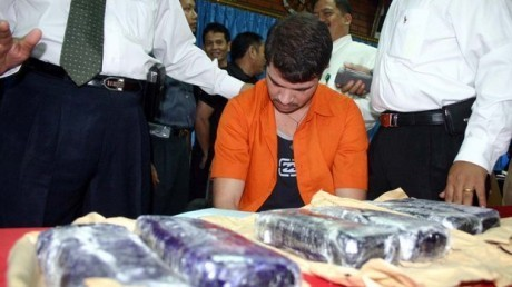 Rodrigo Gularte merupakan Warga Negara Brasil. Pria kelahiran tahun 1972 itu ditangkap di Bandara Soekarno-Hatta pada tahun 2004 saat hendak menyelundupkan 6 kg kokain yang disembunyikan di papan selancar. Dia divonis pidana mati oleh Pengadilan Negeri Tangerang pada tanggal 07 Februari 2005 dan dikuatkan oleh Pengadilan Tinggi Banten pada 10 Mei 2005.RESKRIM.Doc