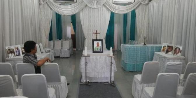 DI RUANG PERSEMAYAMAN RODRIGO GULARTE TERPAJANG FOTO PARA TERPIDANA MATI NARKOTIKA ( IN THE PHOTO displayed GULARTE RODRIGO funeral, death row inmates NARCOTICS )
