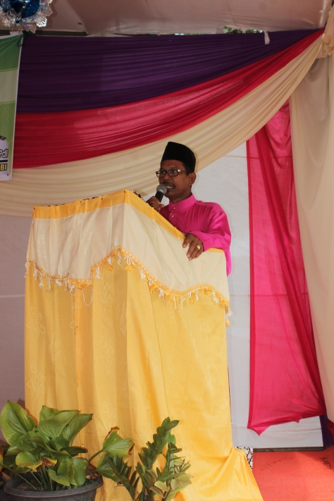 Kepala Sekolah SMPN 15 Jambi Timur,Fadilah,S.Ag,S.Pd,Mpd tengah menyampaikan kata sambutan di depan para siswa dan para guru.RESKRIM.Doc