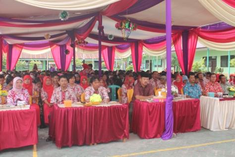 Para Guru , perwakilan Dinas Pendidikan Kota Jambi yang sedang mendengarkan kata sambutan Kepala Sekolah.RESKRIM.Doc