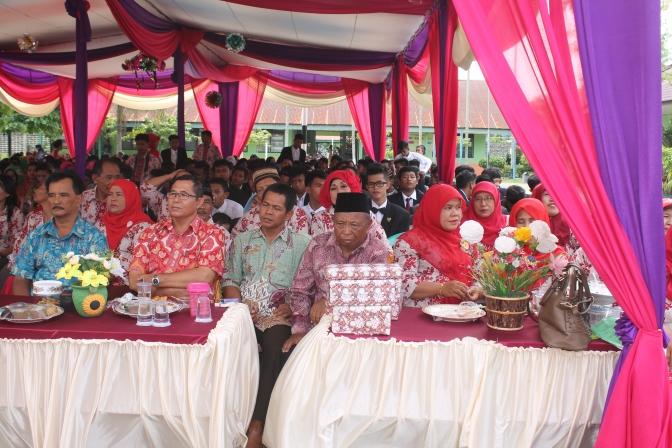 Majelis Guru dan para siswa-siswi yang tengah menyimak pesan yang disampaikan oleh Kepala Sekolah.RESKRIM.Doc