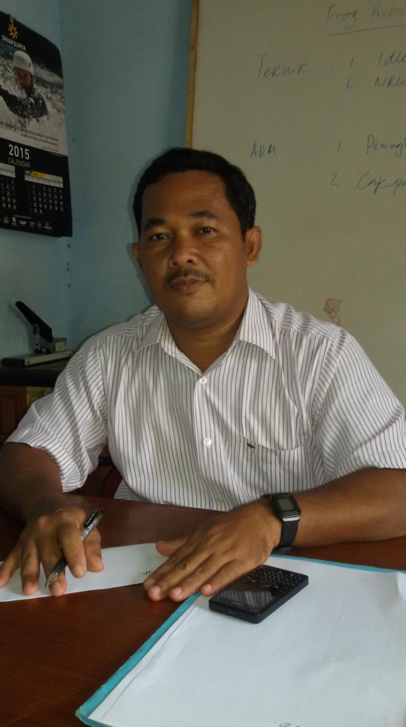Direktur PDAM Tirta Muaro Jambi Ketika Dikonfirmasi Di Ruang Kerjanya.RESKRIM.Doc