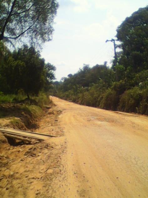 Suasana jalan Jambi-Sungai Gelam yang nampak hancur dan berlekuk.RESKRIM.Doc