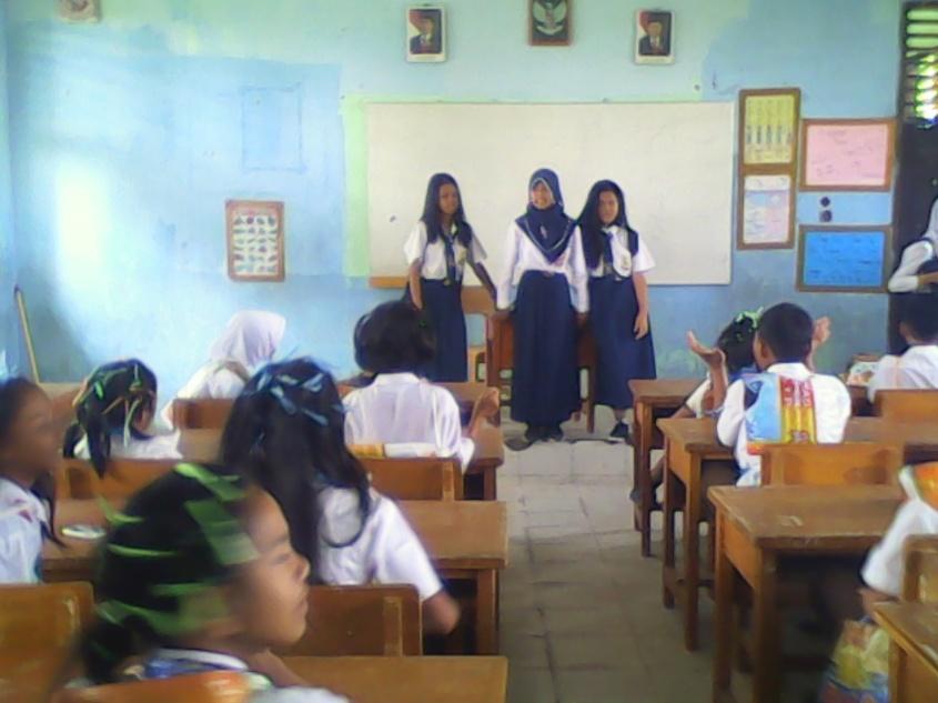 Kakak kelas Masa Orientasi Siswa SMPN 15 Kota Jambi yang sedang memberikan arahan kepada adik-adik kelasnya.RESKRIM.Doc