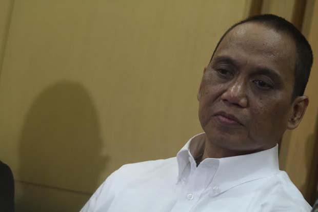 KPK CEGAH 6 ORANG PERGI KE LUAR NEGERI ( CORRUPTION ERADICATION COMMISSION BARRING 6 people GOING ABROAD )