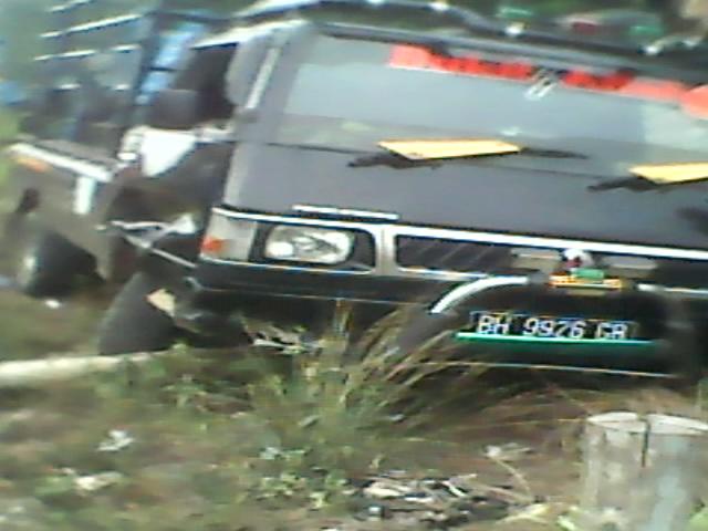 Mobil pick up L-300 yang menabrak pengendara sepeda motor Vega ZR.RESKRIM.Doc