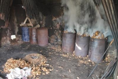 Asap pabrik batok arang kelapa yang meresahkan warga Desa Tangkit.RESKRIM.Doc