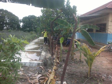 Tembok pagar sekolah SMPN 46 Desa Tangkit Kabupaten Muarojambi yang roboh.RESKRIM.Doc