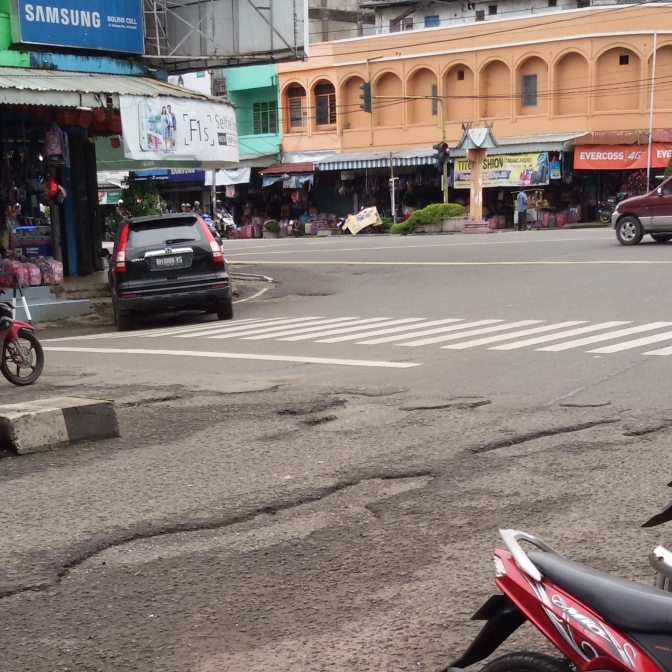 Kerusakan Jalan Veteran Simpang Bata Jambi,Pemerintah Cuek